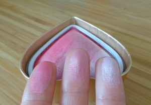 Makeup Revolution: I Heart Makeup Blushing Hearts Triple Baked Blush in Bursting With Love