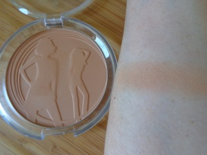 Essence Sun Club Matt Bronzing Powder - Blondes swatch