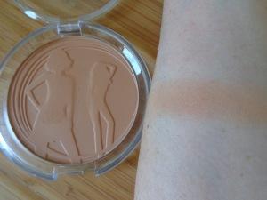 Essence Sun Club Matt Bronzing Powder - Blondes swatch