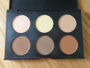 AC on Tour: Contouring and Highlighting kit from Australis.