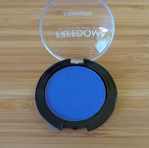 Bright mono eyeshadow: 230