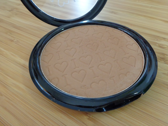 Chocolate Heaven bronzer - look at that cute imprint!