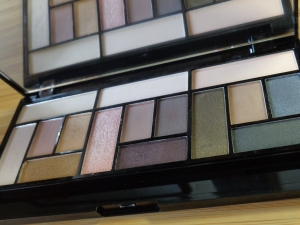 Makeup Revolution Pro Looks Palette - Stripped & Bare