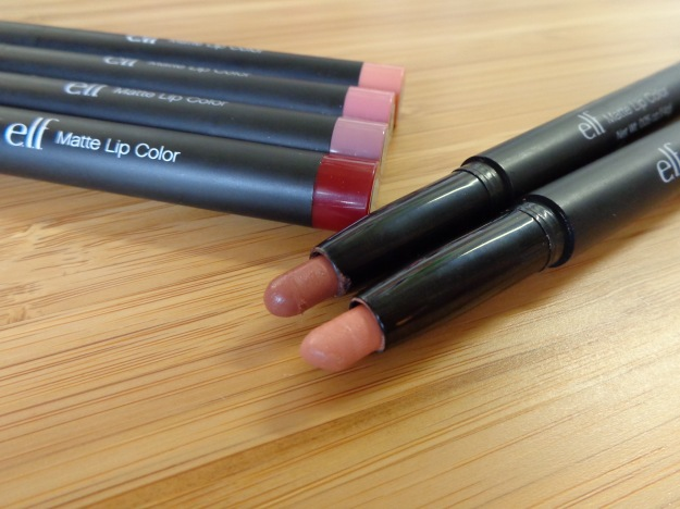 The lip colour is in a pencil-style package with retractible colour that is thin and easy to apply.
